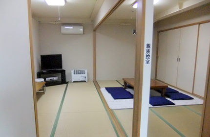 家族葬の和室控え室 和室二部屋、宿泊可